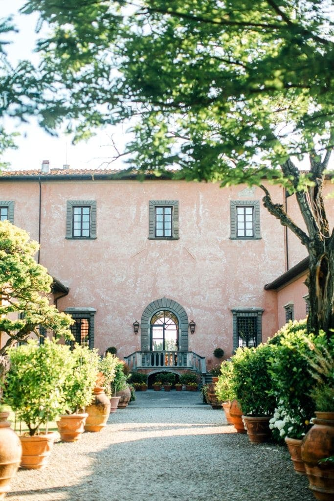 Beautiful luxury villa in Tuscany for a wedding.