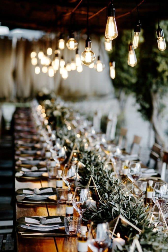 Hipster huwelijksdecoratie en dinertafelsetting in Toscane