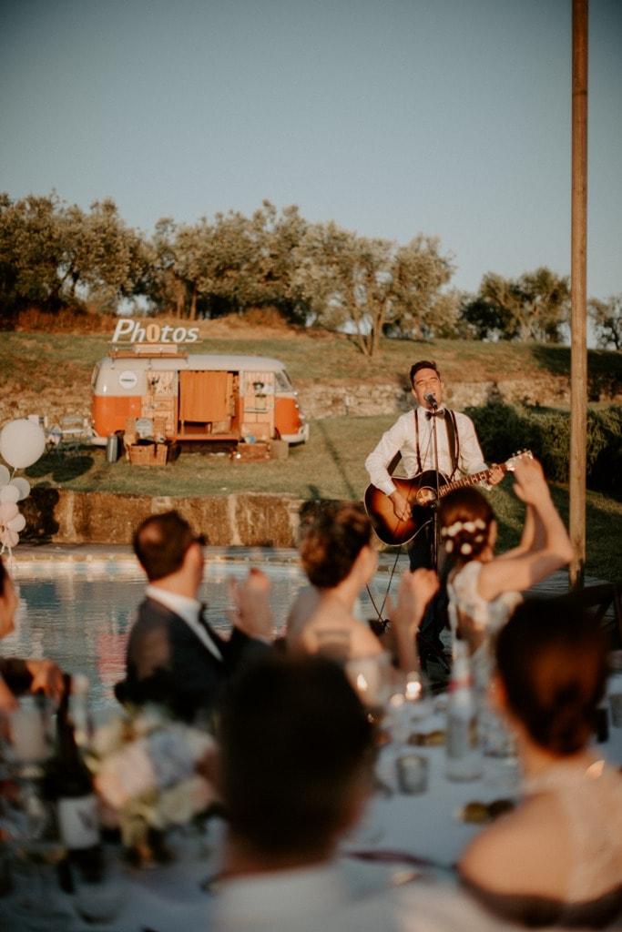 Bruiloft in Toscane, gitarist huwelijksdiner met photobooth