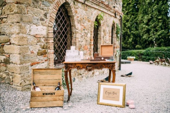 Cigar and whisky bar bohemian party Con Amore wedding planner Tuscany