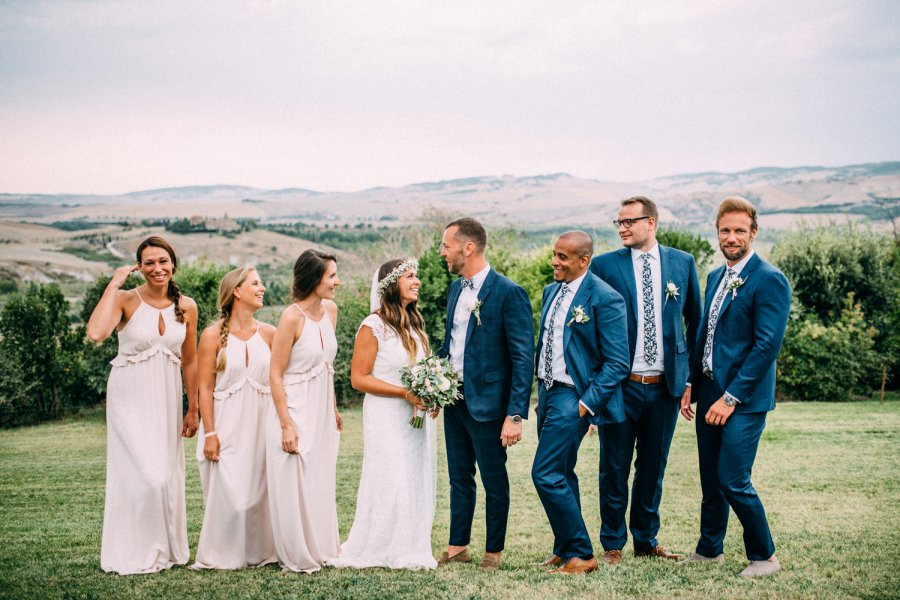 Photo shoot spouses and witnesses in Val d'Orcia Tuscany