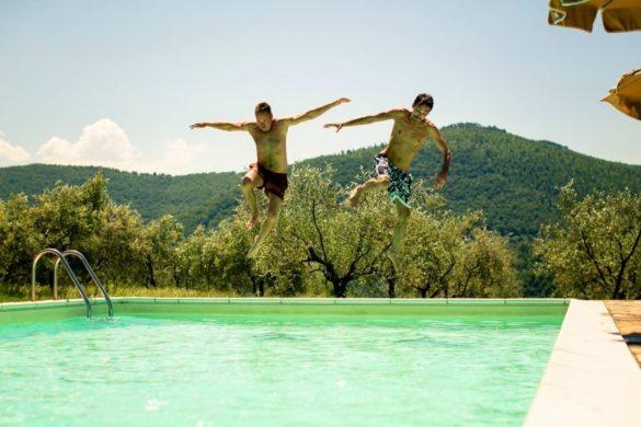 Pool-Szene vor einer Hochzeit in der Toskana