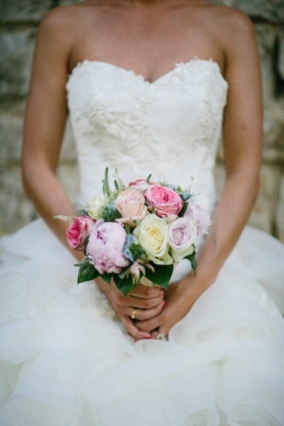 Braut mit rosa Brautstrauß