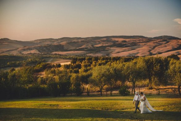 Bride and groom at gorgeous wedding location with panoramic view in Val d'Orcia