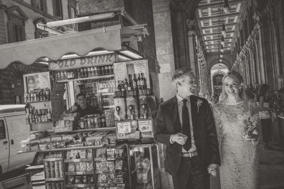 Story telling wedding photo shoot arcades Via Pellicceria Firenze