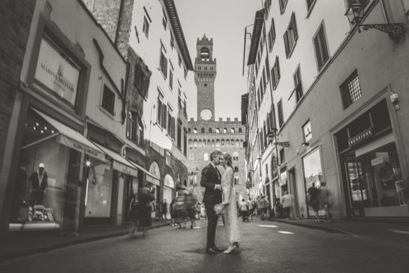 Bridal couple in front of Palazzo Vecchio Florence