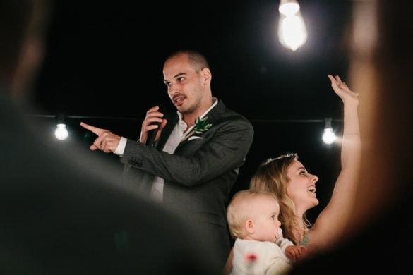 Rede des Bräutigams während des toskanischen Hochzeitsessens