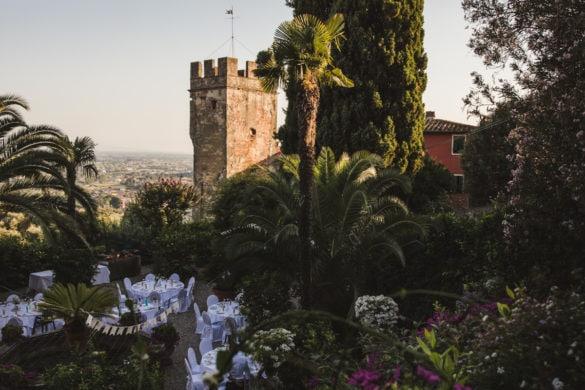 Gartenhochzeitsvilla mit Palmen und Panoramablick bei Lucca