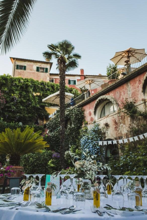 Detail Hochzeitsdinner mit Garten mit Palmen bei Lucca
