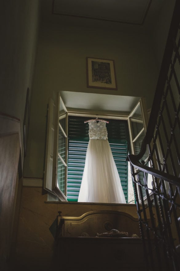 Detail Hochzeitsvilla mit Hochzeitskleid