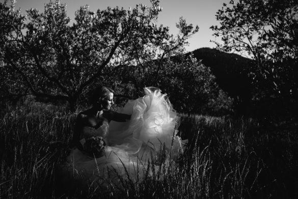 Hochzeitsporträt einer Braut in Weinbergen bei Florenz