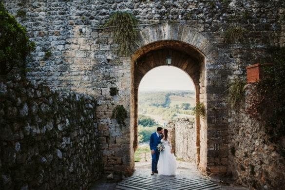 Braut und Bräutigam Kissen am Eingang von Monteriggioni 13. Jahrhundert befestigte Stadt