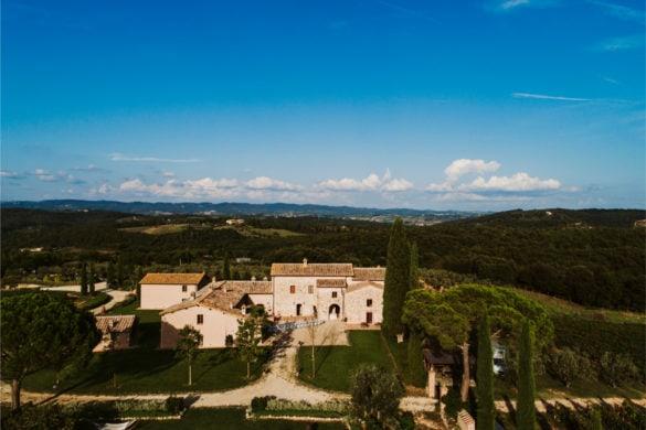 Drohnenansicht von Borgo in Monteriggioni Hochzeitsvilla
