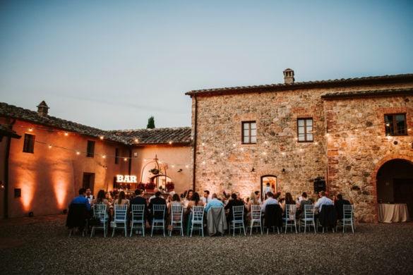 Hochzeitsessen im Freien in der Toskana