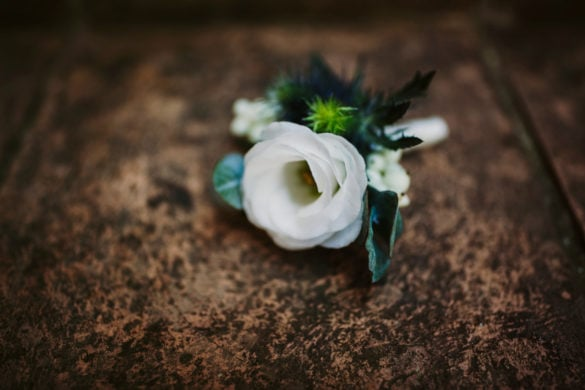 weiße Blütenkorsage Lysantus